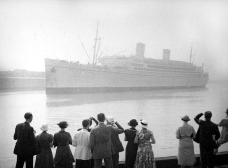 1930s ; S.S. Monterey in Los Angeles Harbour