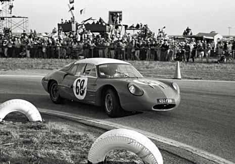 alpine-m63-1964-paul-richards-und-charlie-rainville-erreichten-mit-dem-alpine-m63-platz-29-und-aber-den-ersten-platz-in-der-1100er-prototypen-klasse-12-stunden-von-sebring-1964.jpg
