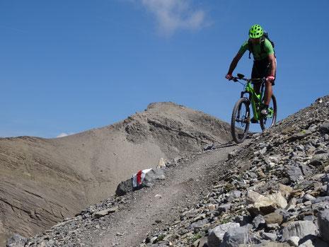 Abfahrt von der Plaine Morte zum Rawylpass (Rider Sämi Wüthrich)