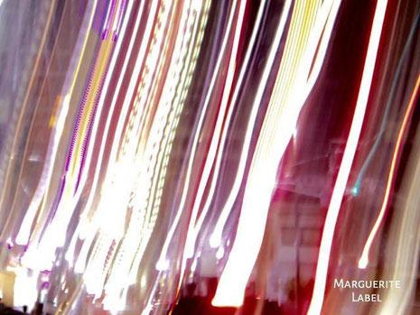 街のあかりと光の帯