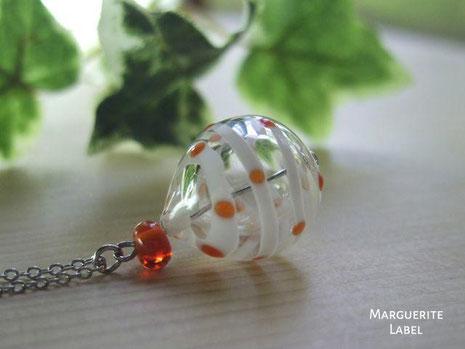white&orange/ガラスのチャーム