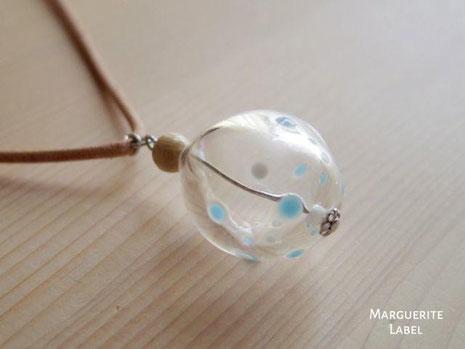 blowing glass bubbles/ガラスのシャボン玉