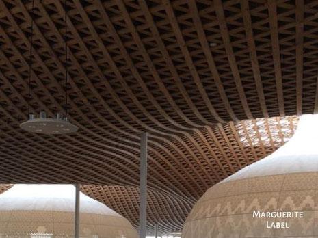 岐阜市中央図書館の天井
