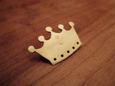 金色 王冠真鍮ブローチ 京都手づくり市