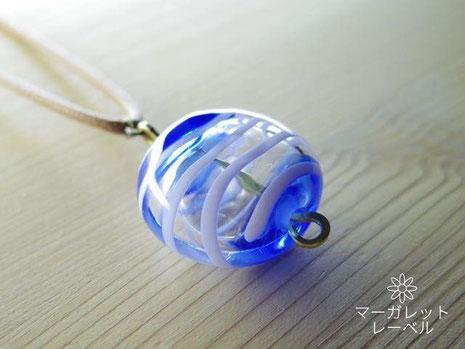 青色ガラスの風船チャームネックレス