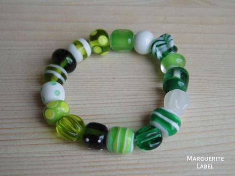 緑色のブレスレット