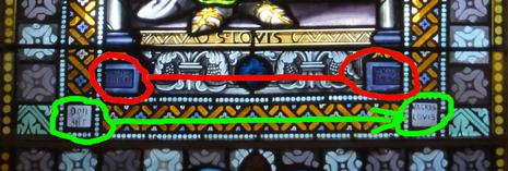 Agrandissement montrant les noms du maître verrier et du donateur  pour Saint Louis.