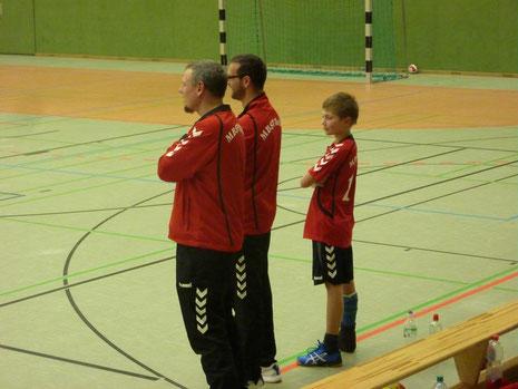 Der aktuelle Nachwuchstrainer Paul - Luap - Opitz in der Unterstützung seiner Mannschaft!