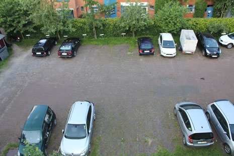 Blick auf den Parkplatz von www.stade-altstadt-apartment.de