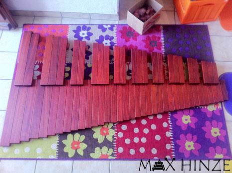 Alle Töne fertig geölt, Max Hinze selbst gebautes Marimba selbstgebautes Marimbaphon DIY