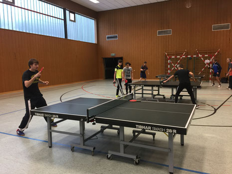 Simon beim Einspielen  - im Hintergrund die Jugendspiele Kai, Johannes und Fabian