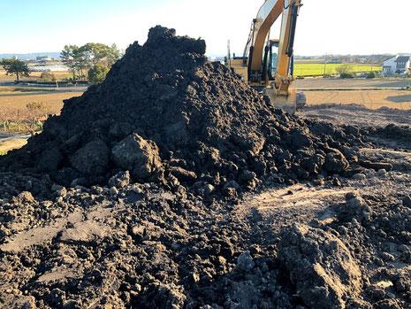 良質の土壌の採取、搬入の画像