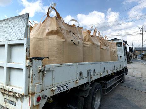 水稲育苗培土の出荷の写真