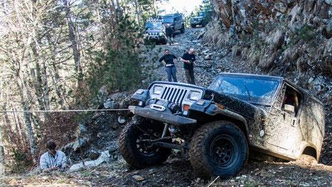 Bergung Jeep YJ im Epiros Gebirge Griechenland mit Dyneema Windenseil