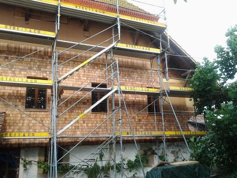 Fassade mit Hüsler-Schindeln aus Zedernholz