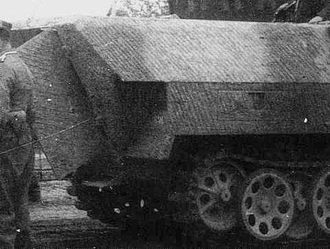 Das Originalbild als Beleg für Zimmerit auf Sdkfz 251-D