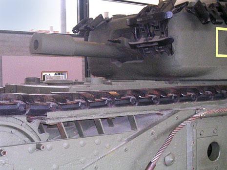 Chruchill Pionierpanzer mit 203mm Mörser.