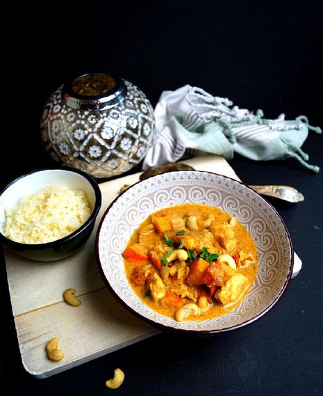 Curry mit Huhn, Cashew, Kürbis, Kokosmilch und vielen Gewürzen