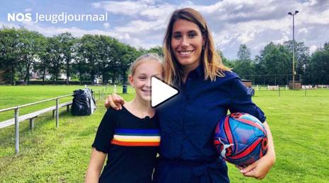 Fleur wil meer vrouwelijke voetbalcommentatoren
