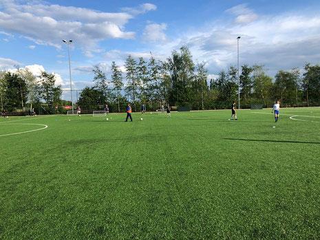 Training van de JO17 groep bij sv Ouderkerk