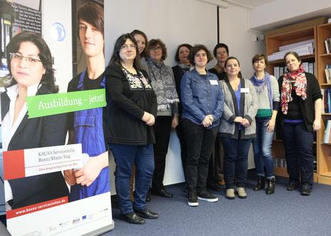 Mitarbeiterinnen von KAUSA und der regionalen Jugendmigrationsdienste.