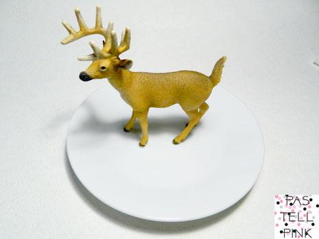 Hirsch auf Teller Plastik Schleich