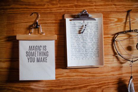 Die Magie liegt in den eigenen Texten, in deiner Poesie, im Schreiben.