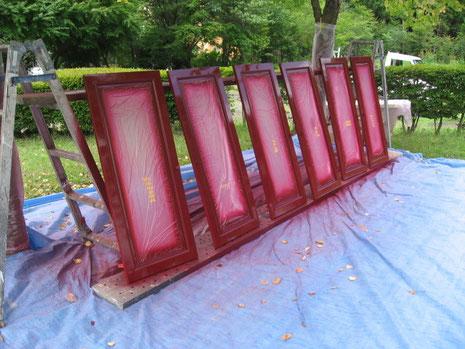 熊本県〇様家の窓枠塗装。ワインレッド
