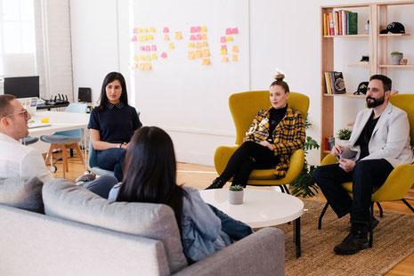 Die neue Mittelschicht orientiert sich an Globalisierung, Flexibilität, Mobilität, Unternehmertum, lebenslangem Lernen, Kreativität, Diversität, ökologisches Bewusstsein. (Bild: Fotografiert von Leon, Toronto, Canada. Credits: unsplash.com)