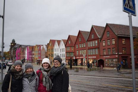 Zu Besuch in Bergen: Elisabeth Schwake, Pia Wittek, Miriam Schmelz und Magdalena Kollbeck