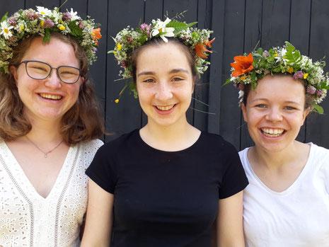 En typisk midsommar mit Friederike, Madeleine und Pauline (v.l.)