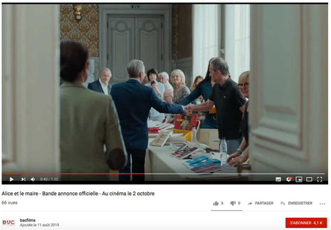 L'album jeunesse Faribole et Mistigri illustré par Cloé Perrotin dans le film Alice et le Maire avec Fabrice Luchini et Anaïs Demoustier réalisé par Nicolas Pariser