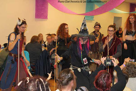 Flash Mob des sorciers au banquet médiéval du Festival et Salon du Livre Les Lithaniennes 2017