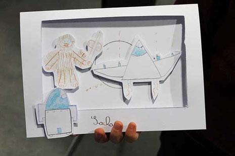 Sacha a réalisé à la Star Wars le DIY Papercraft de l'illustratrice Cloé Perrotin pour réaliser une carte en papiers découpés en relief