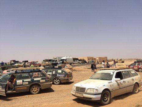 Allgäu-Orient-Rallye Teilnehmer in der Wüste Jordaniens