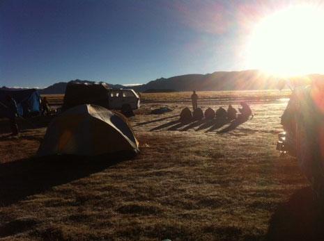普段の生活を再認識するチベット高地でのテント生活