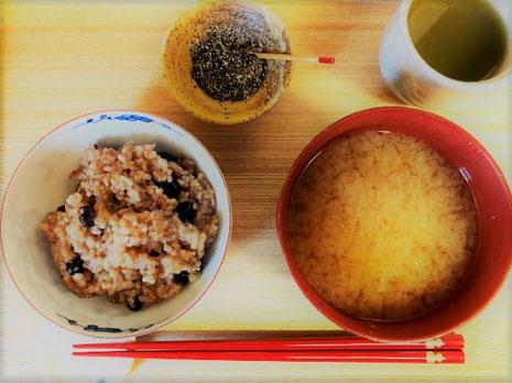 回復食一日目は、具なし出汁なし味噌汁と玄米ごはん