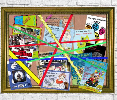 Ansammlung vieler verschiedener Flyer von Spielhaus-Aktionen in einem Bilderrahmen