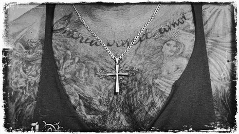 Tattoo Glauben Religion Männerbrust