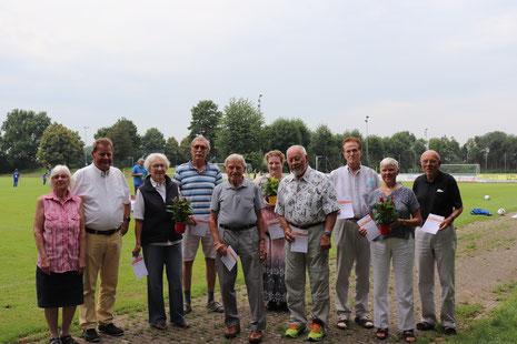 v.l.n.r.: Elke Guth (Abnahme-Team), Harald Gries (1. Vorsitzender), Erika Frank (41 Sportabzeichen), Wilfried Petersen (22), Günter Siebert (49), Nadine Goepel (21), Alfred Reese (53), Karl-Heinz Hubrich (41), Barbara Mühlbach (36), Günter Mühlbach (36)