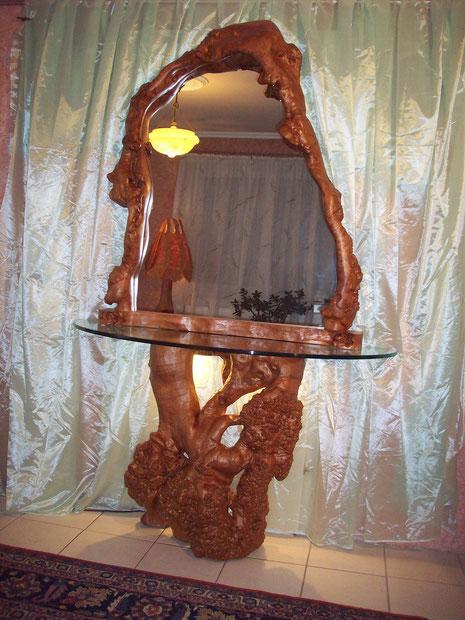 Spiegelkonsole aus Holz mit Glasplatte und Beleuchtung