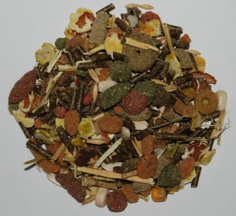 Instant feed: compound feed with many colorful extrudates and pellets