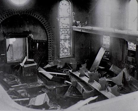 Die demolierte Hechinger Synagoge 1938, Foto: www.foto-keidel.de. - Aus: Manuel Werner: Die Juden in Hechingen als religiöse Gemeinde, Teil 2, in: ZHG 108/1985
