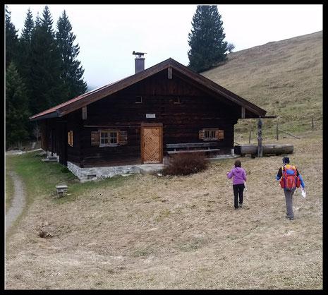 Schmucke Berghütte in wunderschöner Landschaft: Die Lexenalm