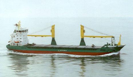 Die TIMBUS und ihre zwei Schwesterschiffe des Kollmarer Reeders Rörd Braren sind die ersten Schiffe, denen der Blaue Engel verliehen wurde (Quelle Reederei Braren)