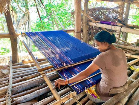 Traditionele ikat weven op Sumba