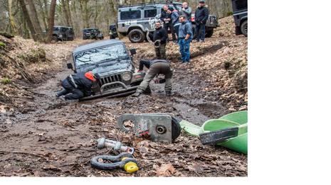 Bergung Jeep TJ mit T-Max Baumgurt, ARB Umlenkrolle und Horntools Schäkel