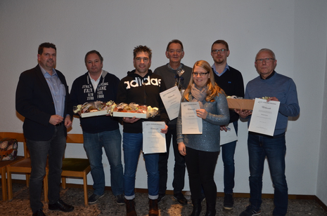Sechs langjährige Mitglieder wurden vom Vorsitzenden Klaus Volkmer geehrt