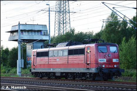 151 004-9 (RBH 268) steht am Abend des 20. Juli 2015 in Heidenau Hbf. abgestellt