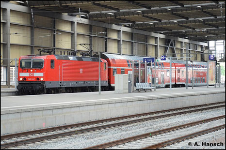 143 647-6 ist erst frisch im Betriebshof Dresden beheimatet. Erstmals begenet sie mir im RB-Umlauf Zwickau - Dresden am 18. Juli 2015 in Chemnitz Hbf.
